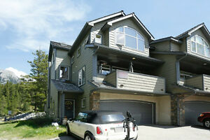 Very Private End Unit on Golf Course with Mountain Views!!