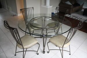 Kitchen Table and Chairs (Palma Brava)