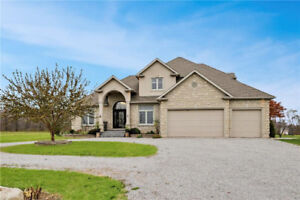 CLASSIC AND ELEGANT 2-STOREY BEAMSVILLE HOME. ACRES OF LAND!!