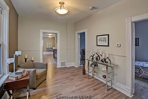 NEW! NEW! NEW!   And Just $ 194,900! London Ontario image 2