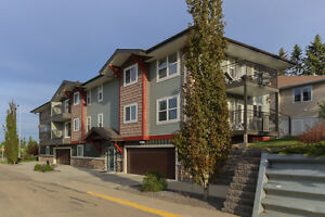 REDUCED! 2 BED CONDO w/ INSUITE LAUNDRY & Underground Parking