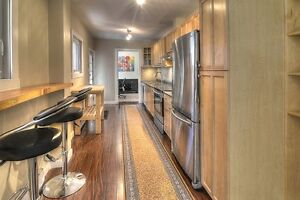 Stunning fully-furnished apartment in Little Italy/Petite-Patrie