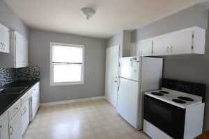 Upstairs suite for rent in Killarney - 925.00