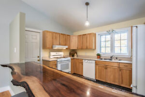 NEW PRICE! Quick closing possible! Open-concept bungalow