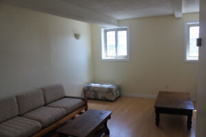 Clean, large 1 Bedroom Apt $900/month avail October 1st