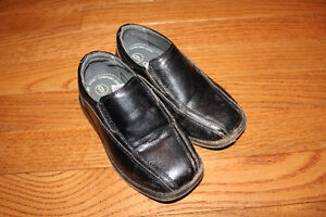 Boys Sz9 Dress Shoes - perfect for a wedding