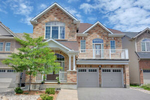 Stunning and Spacious Detached Home in Half Moon Bay!