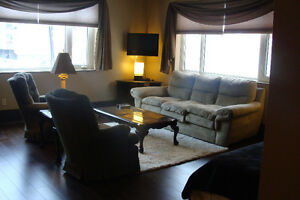 Fully Furnished Downtown Bachelor Suite for Rent!