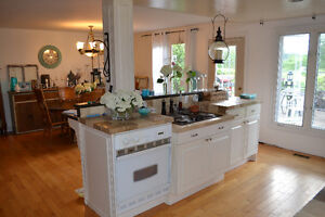 BEAUTIFUL OPEN CONCEPT BUNGALOW IN COTTAGE COUNTRY Kawartha Lakes Peterborough Area image 4
