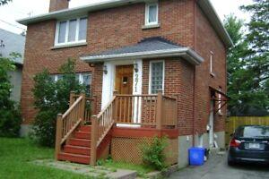 2 BDRM Apartment 1600 Sq ft Main & 1st Floor of a Home  (Ottawa)
