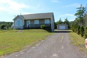 Lovely Fully Developed Home With Detached Garage!