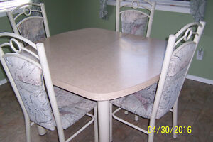 Kitchen table with leaf and 4 chairs.