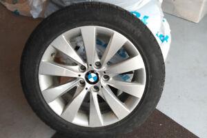 4 Mags BMW d'origine avec pneus d'hiver Pirelli 17 pouces