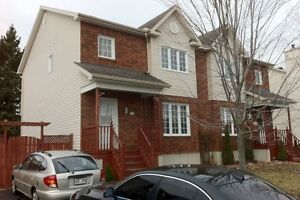 Large semi-detached house for rent, 3 + 1 br, private backyard