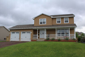 4 + 1 bedroom home in Riverview