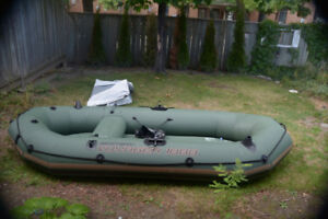 Great 3 person inflatable fishing boat (Green)