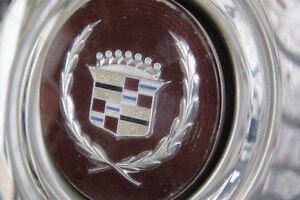 Set of 4 wire rim hubcaps for a 1989 Cadillac Deville Kitchener / Waterloo Kitchener Area image 2
