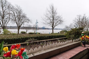 Lovely Waterfront 2 bed Condo at the Quay