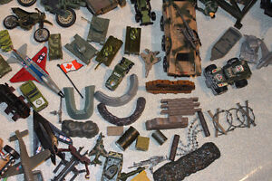 LOT MILITARY VEHICLES - SMALL SOLDIERS - LOTS OF ACCESSORIES Kitchener / Waterloo Kitchener Area image 5