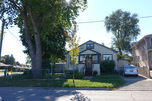 Great Etobicoke Bungalow Available for Short Term Rental