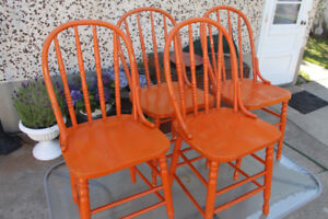 4 Antique/Retro Wooden Kitchen Chairs (Windsor Style)