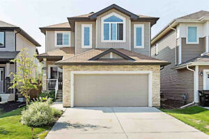 3 Bedroom 2 Storey Family Home On Quiet Sherwood Park Crescent