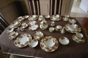 Old Country Roses 6 Place Setting and Extras