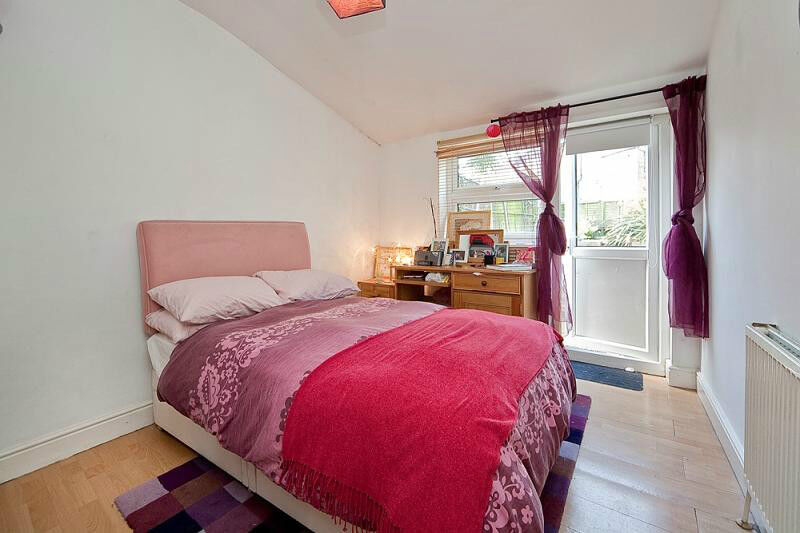 Amazing MODERN 2 DOUBLE BEDROOM PERIOD CONVERSION with a LARGE PRIVATE GARDEN and MODERN kITCHEN