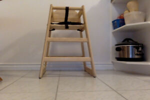 Wooden High Chair; Excellent Condition