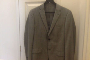 NEW WITHOUT TAGS Perry Ellis Light Wool Blazer (38R)