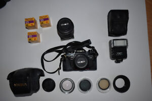 Minolta 35 mm with 2 lens, filters and electronic flash