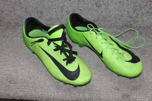 Nike Mercurial Soccer cleats size US 6.5 youth - $25