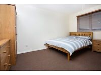 DOUBLE ROOM TO RENT IN PORTSMOUTH CITY CENTRE,NO DEPOSIT,ALL BILLS INC.SKY TV,WEEKLY CLEANER