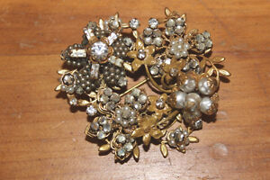 Vintage Larger Sized Brooch London Ontario image 1