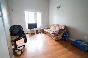 Unit 16 - SPACIOUS and BRIGHT 1bedroom unit!!