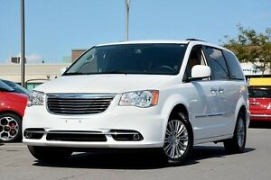 2016 Chrysler Town & Country Touring-Leather