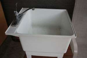 White Plastic Laundry Tub