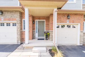 Immaculate Ancaster Townhome in Great Area