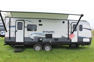 TRAVEL TRAILER 2016 ONLY USED 3 TIMES