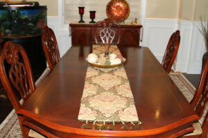 Beautiful Dinning table for Sale