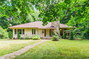 Baie D'Urfé Renovated Bungalow on Private Wooded Lot