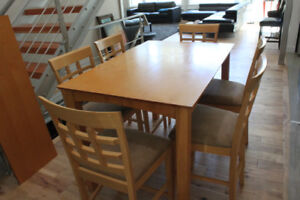 Modern Style Dining Room Table with 6 chairs