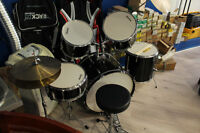 **GREAT DEAL** Silvertone Pro 5pc Drum Kit with Cymbols