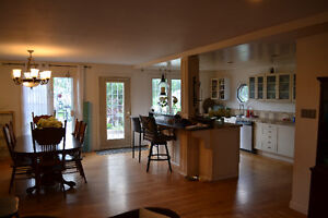 BEAUTIFUL OPEN CONCEPT BUNGALOW IN COTTAGE COUNTRY Kawartha Lakes Peterborough Area image 2