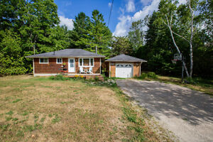 602 Lakeshore Road East, Oro-Medonte - CLOSE TO THE WATER!