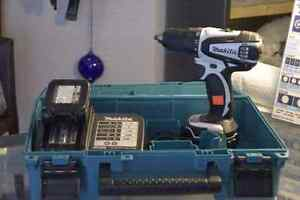 "**GREAT DEAL* Makita LXFD01 18V Cordless 1/2"" Drill +2 Batteries"