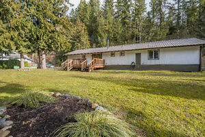 **5 BDRM HOME-CULTUS LAKE**