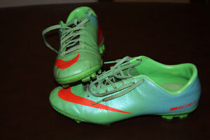 Size 7.5 Nike Mercural Victory IV Outdoor Soccer Cleat