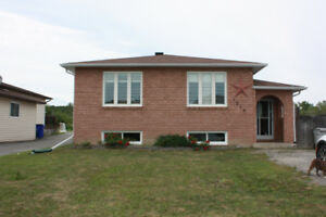 Open concept home in family-friendly neighbourhood
