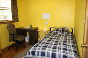 Room for rent in private home female student/professional only Windsor Region Ontario image 1